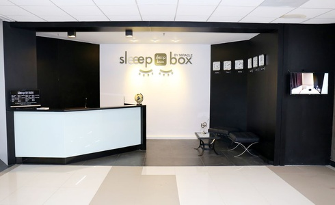 24-HOUR FRONT DESK Sleep Box by Miracle en Bangkok